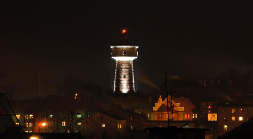 Wieża ciśnien nocą